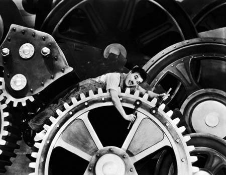 """Cena de """"Tempos Modernos"""", de Charlie Chaplin"""