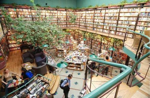 Verde + livros + café: Cafebreria El Pendulo, Cidade do México, no México.