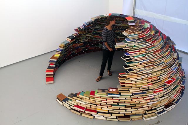 Iglu de livros, de Miler Lagos