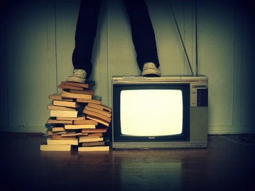 Livro ou TV? Foto de Lubs Mary