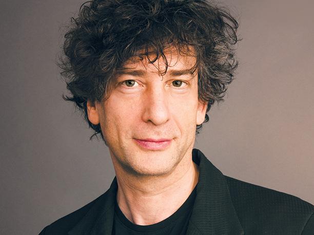 Neil Gaiman dando a real