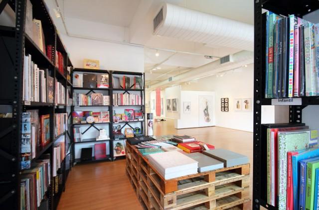 Loja pop-up da Freebook na galeria E-Arte, em SP.