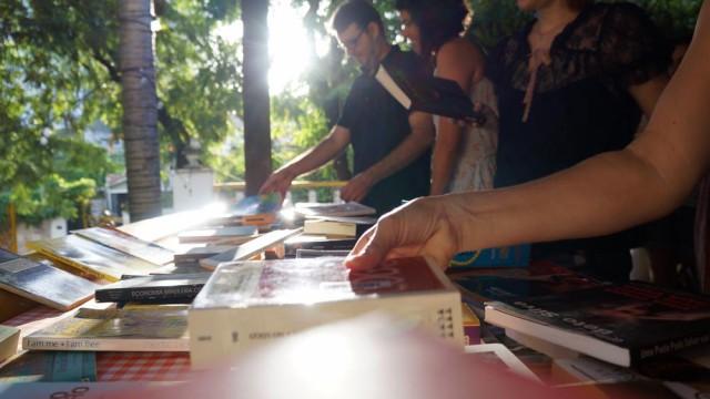 Troca-Troca Menos1naestante #1 - mesa de livros