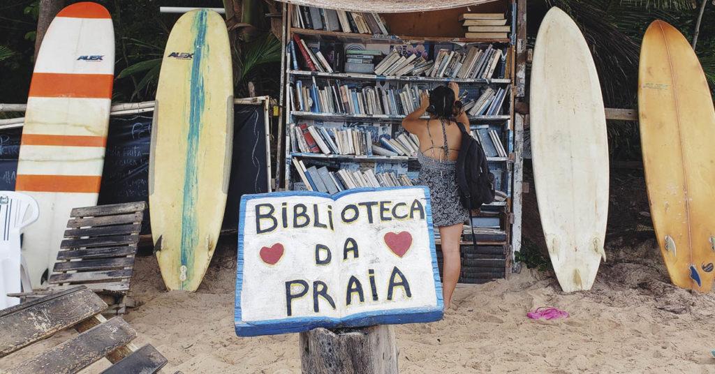 Leitura e praia - Biblioteca da Praia - Praia do Amor-RN