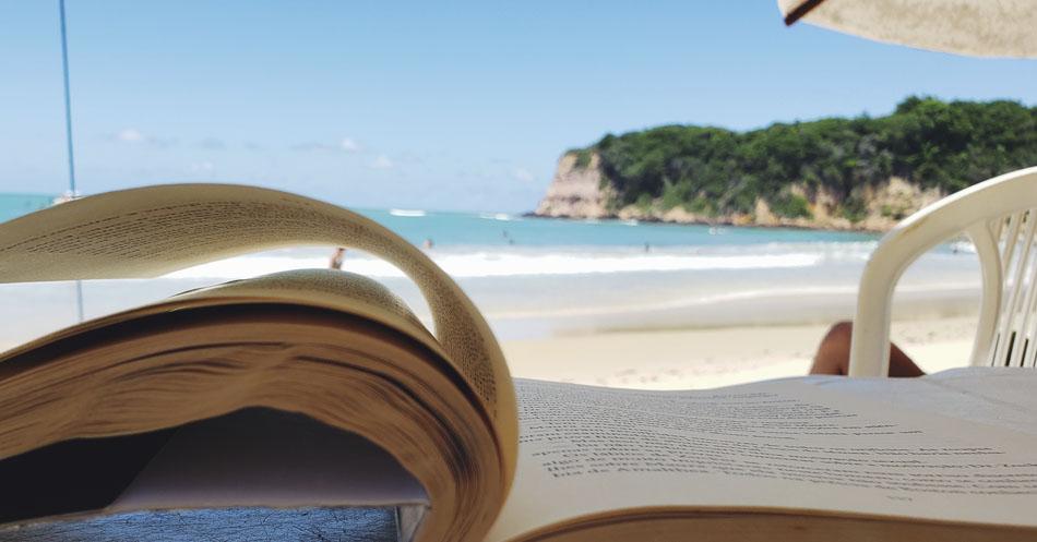 Leitura e praia - sombra - Praia do Madero-RN